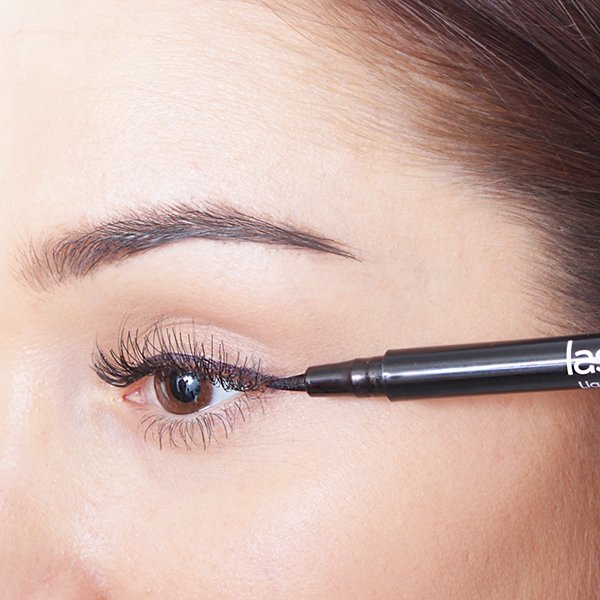 Applying Black Liquid Liner